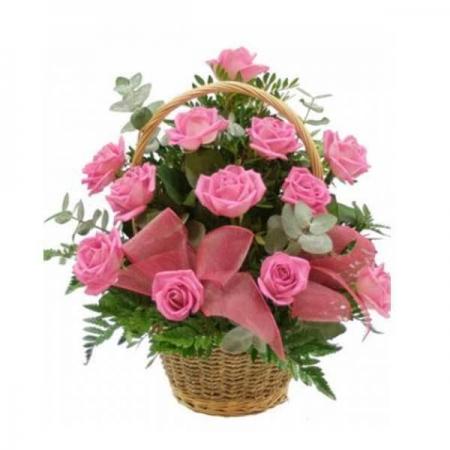 cesta de rosas rosadas
