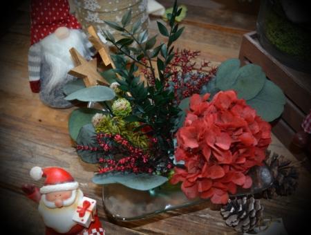 centro de mesa con corales y duendes