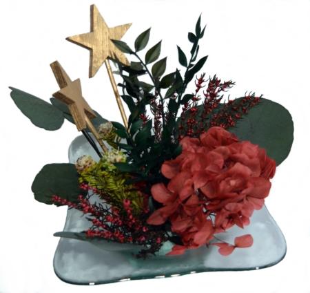 centro de mesa navideño con estrellas y coral