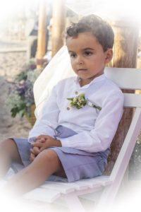 niño vestido para boda flores
