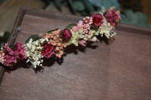 corona novia en tonos rosas cereza y granate