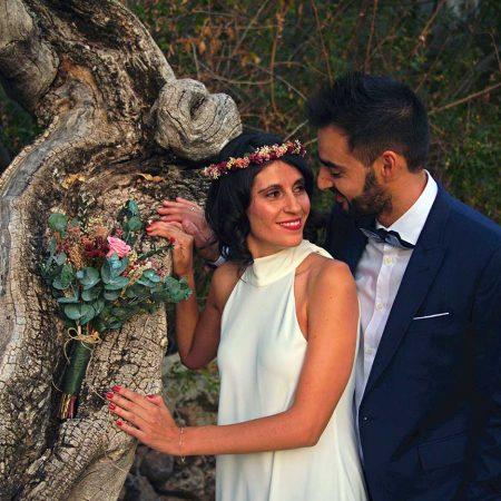 Ramo de novia y corona tonos rosas cereza y granate